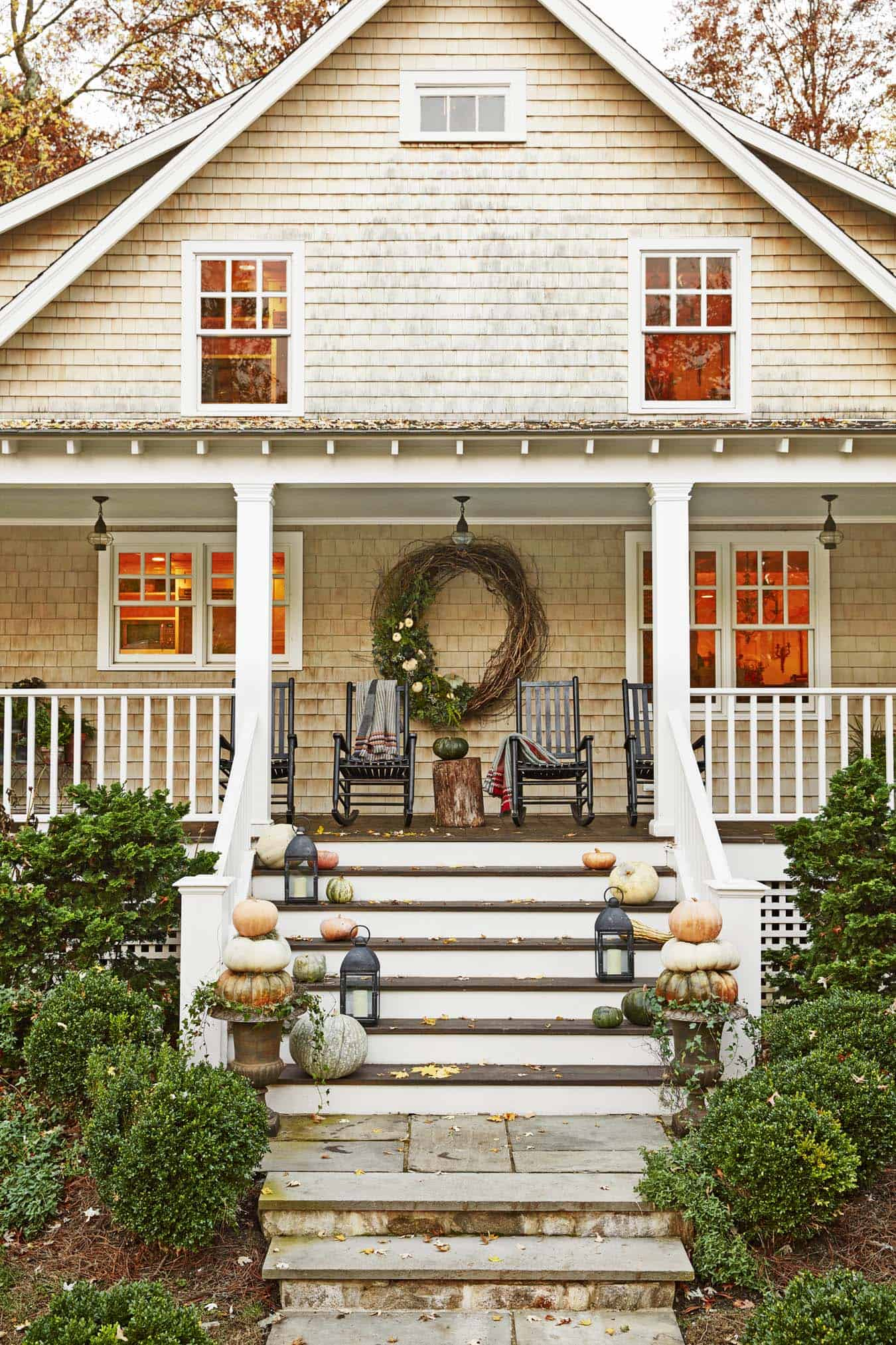 farmhouse-fall-decorating-ideas-44-1-kindesign