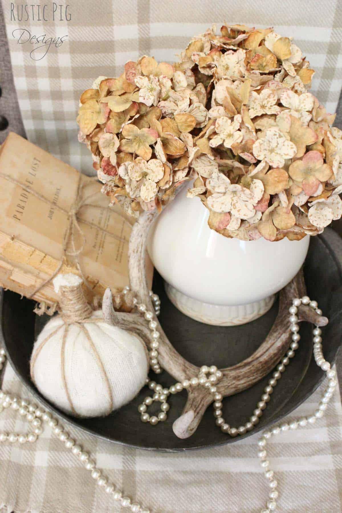 farmhouse-fall-decorating-ideas-46-1-kindesign