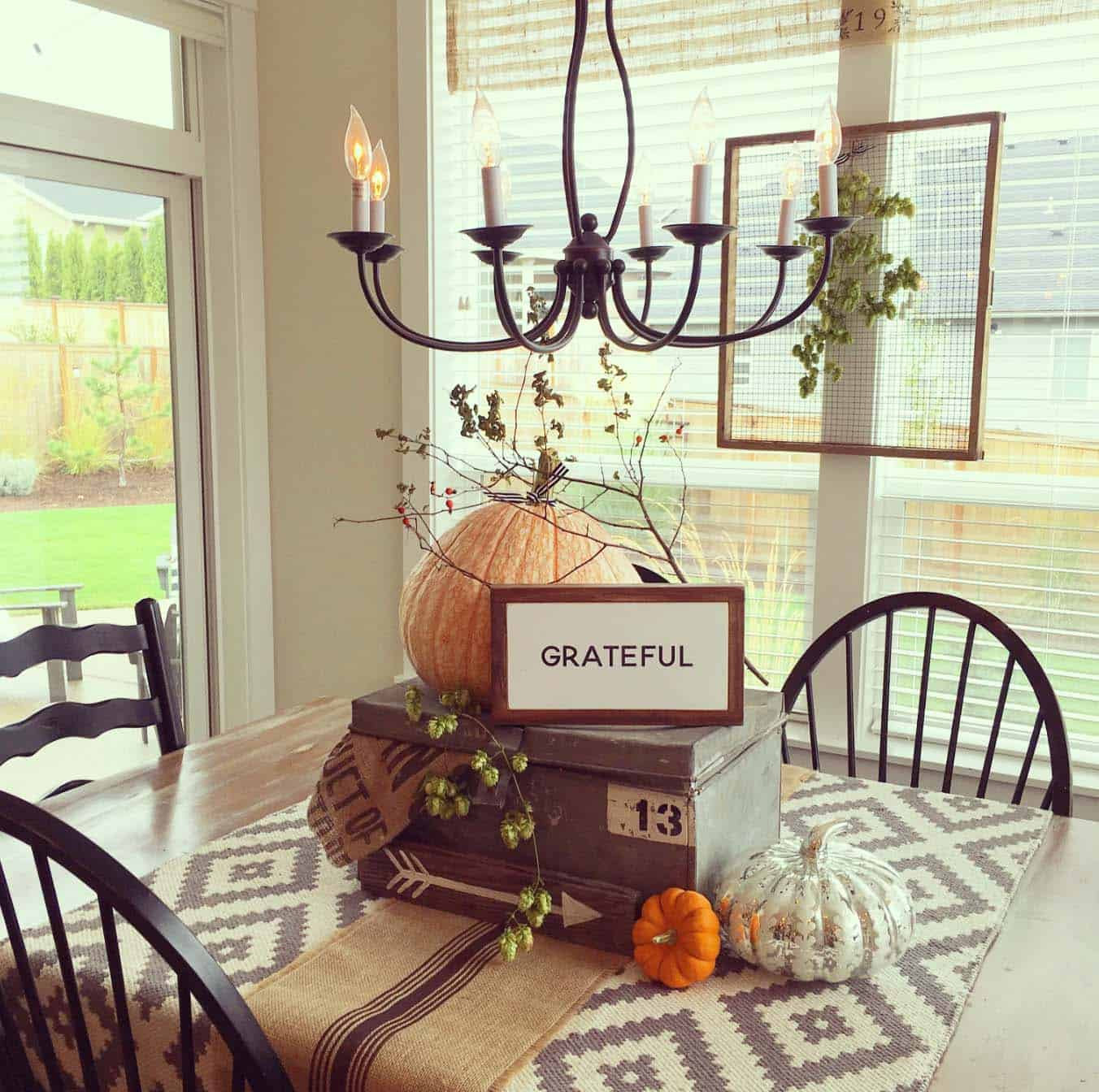 farmhouse-fall-decorating-ideas-51-1-kindesign