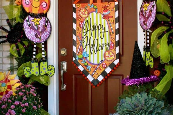 featured posts image for 33 Amazingly creative Halloween front door decorating ideas