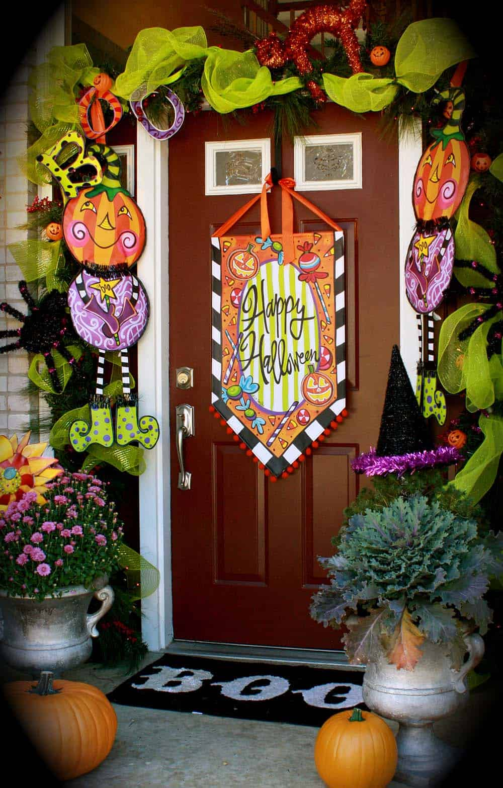 halloween-front-door-decorating-ideas-01-1-kindesign