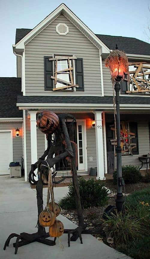 halloween-front-door-decorating-ideas-03-1-kindesign