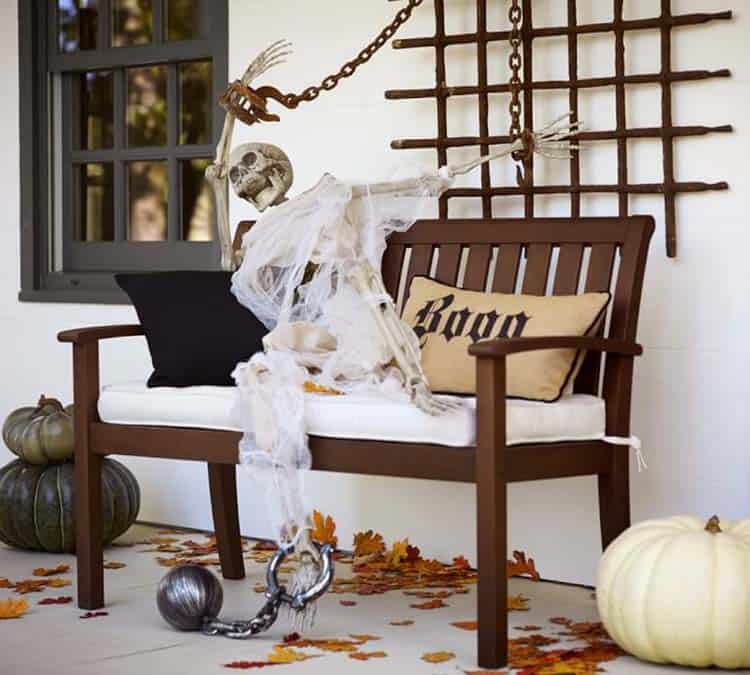 halloween-front-door-decorating-ideas-18-1-kindesign