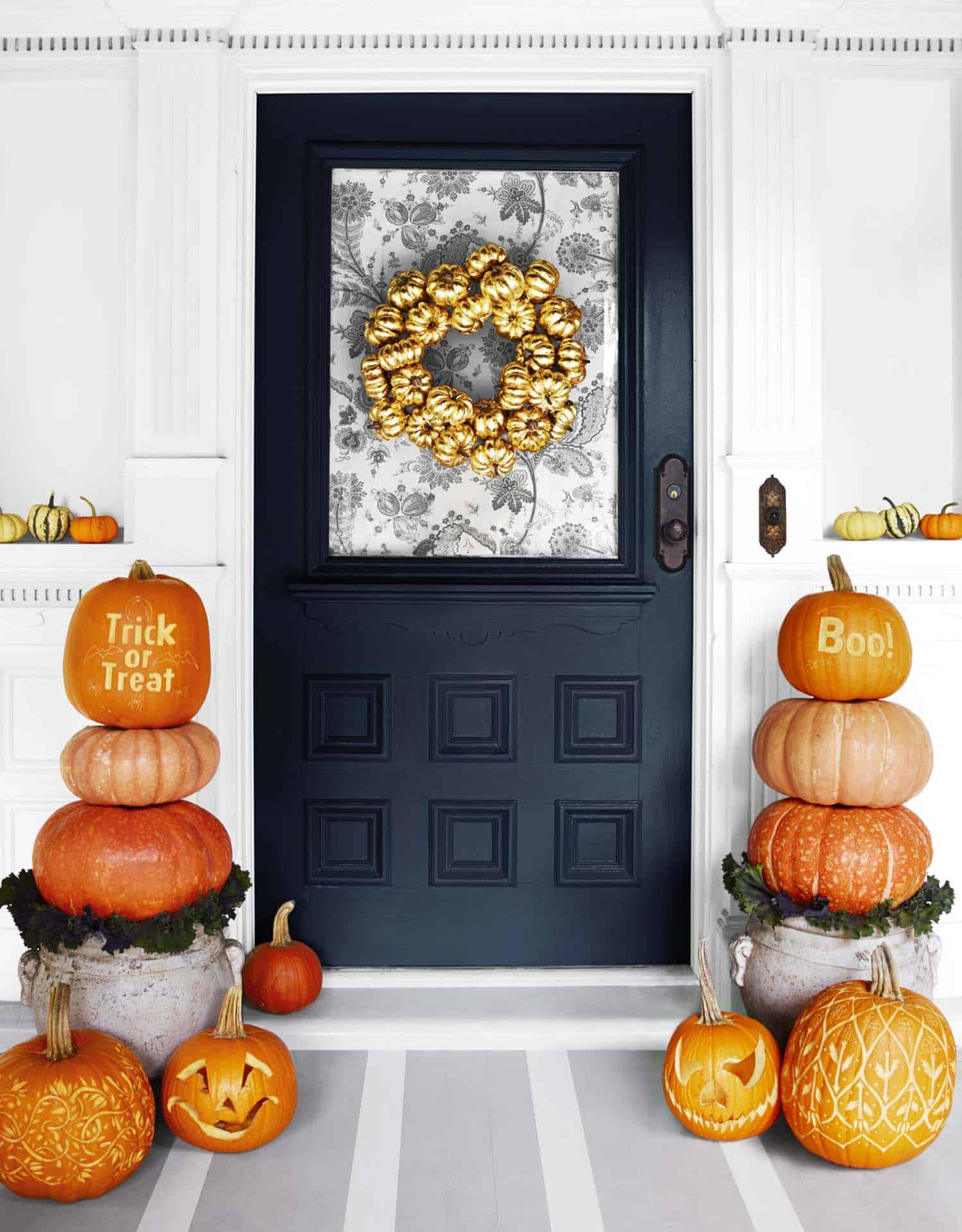 halloween-front-door-decorating-ideas-21-1-kindesign