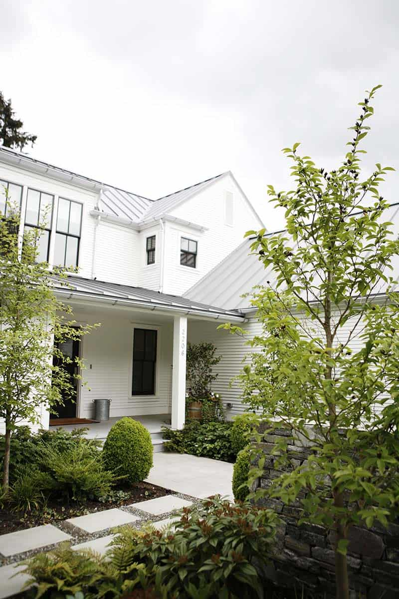 A gorgeous modern farmhouse style home in washington for Modern farmhouse style homes
