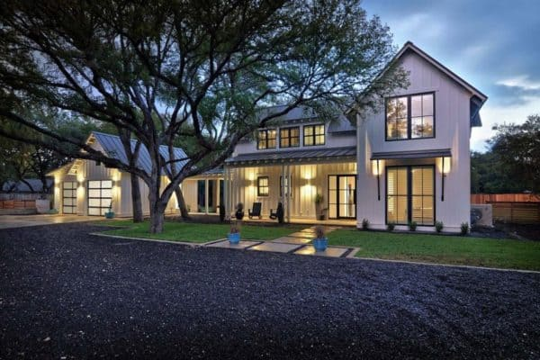 featured posts image for Modernized Texas farmhouse filled with eye-catching details