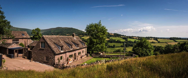 modern-rustic-cottage-herefordshire-35-1-kindesign