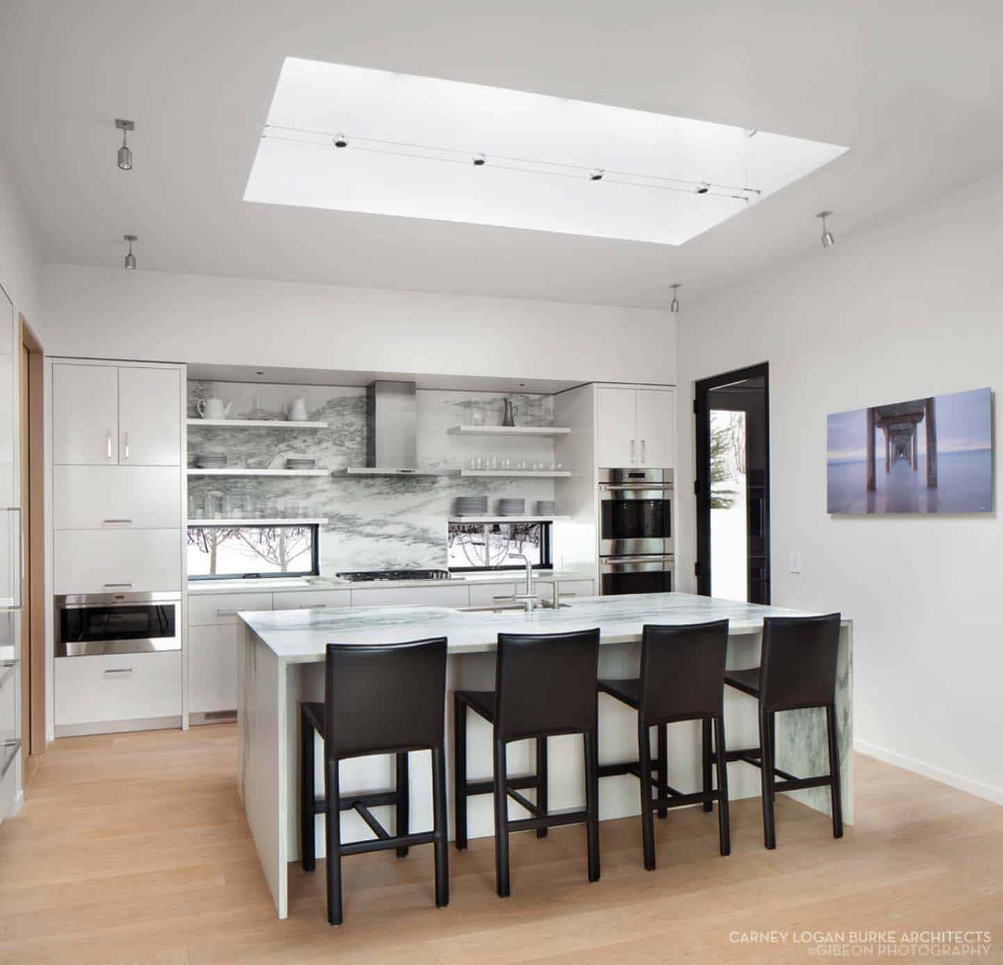 rustic-modern-home-carney-logan-burke-12-1-kindesign