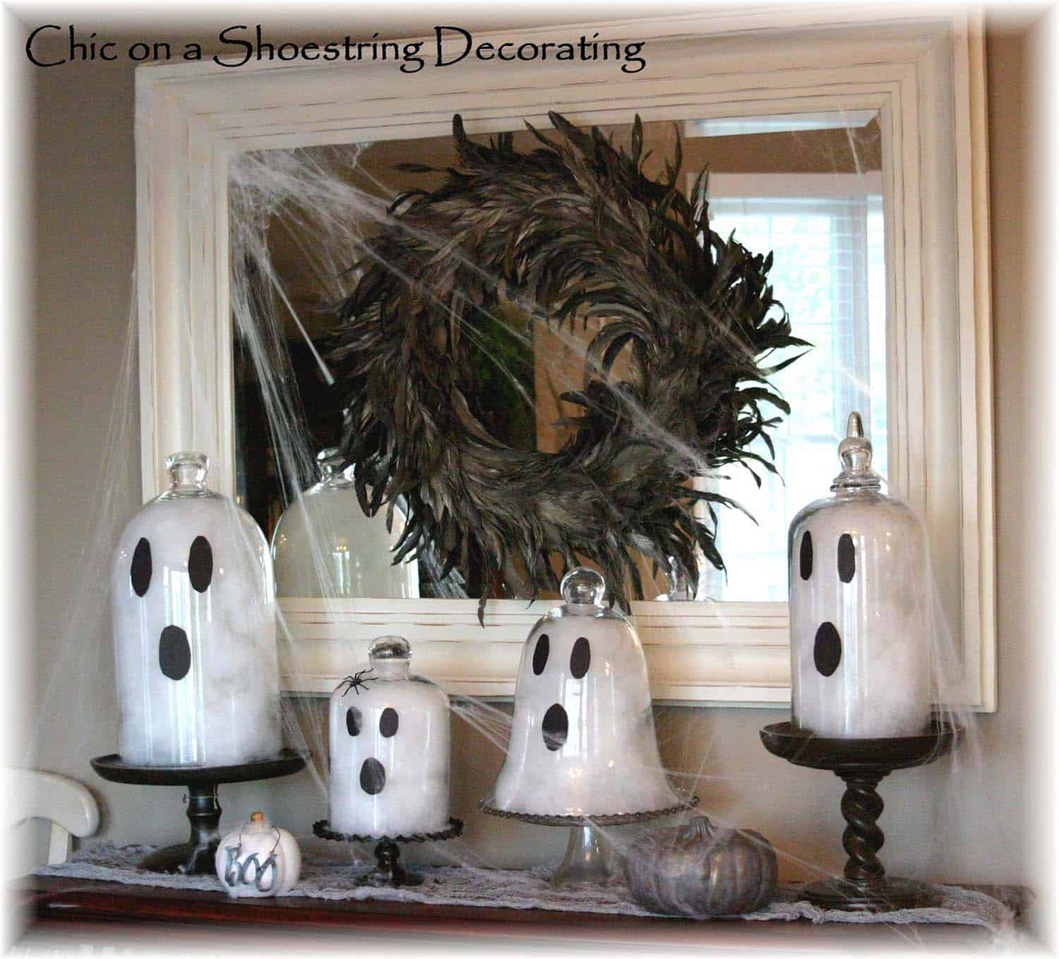 spooky-halloween-mantel-decorating-ideas-05-1-kindesign