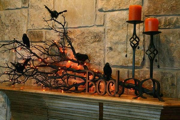spooky-halloween-mantel-decorating-ideas-07-1-kindesign