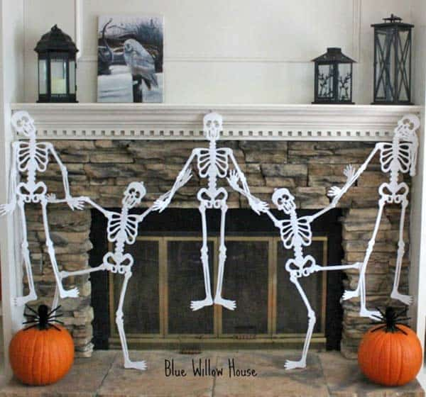 spooky-halloween-mantel-decorating-ideas-14-1-kindesign