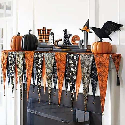 spooky-halloween-mantel-decorating-ideas-15-1-kindesign
