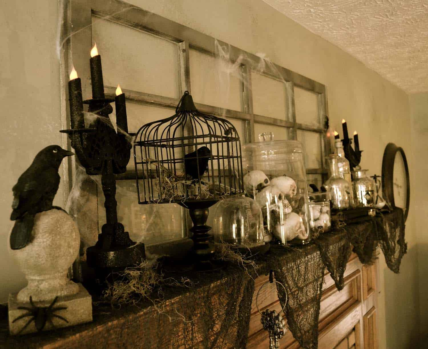 spooky-halloween-mantel-decorating-ideas-22-1-kindesign