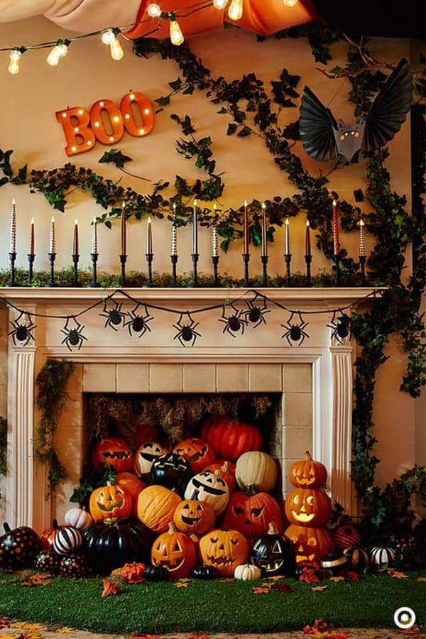 spooky-halloween-mantel-decorating-ideas-34-1-kindesign