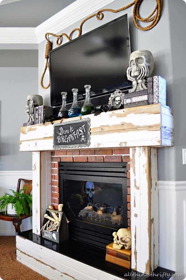 spooky-halloween-mantel-decorating-ideas-35-1-kindesign