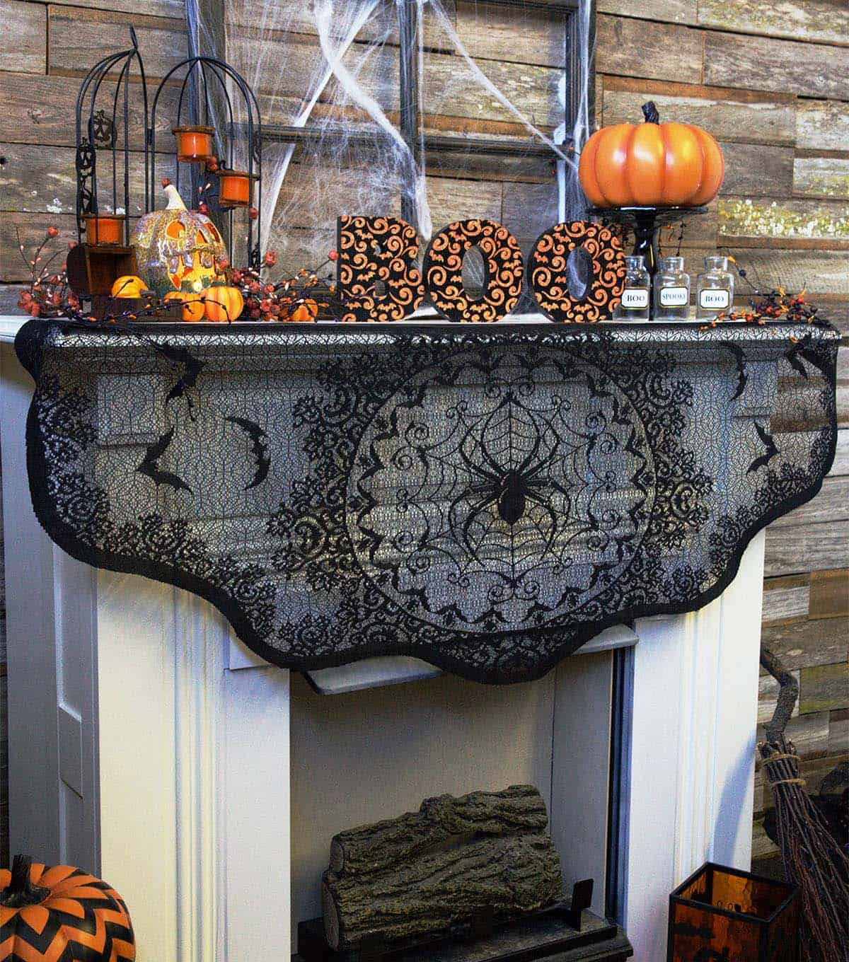 spooky-halloween-mantel-decorating-ideas-36-1-kindesign