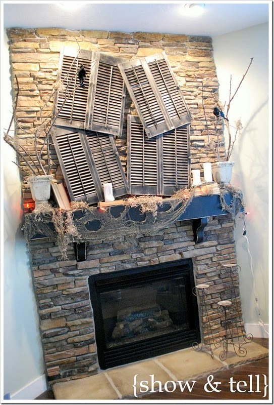 spooky-halloween-mantel-decorating-ideas-38-1-kindesign