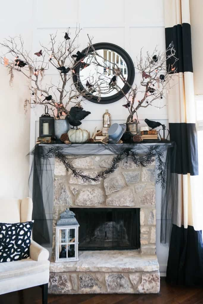 spooky-halloween-mantel-decorating-ideas-40-1-kindesign