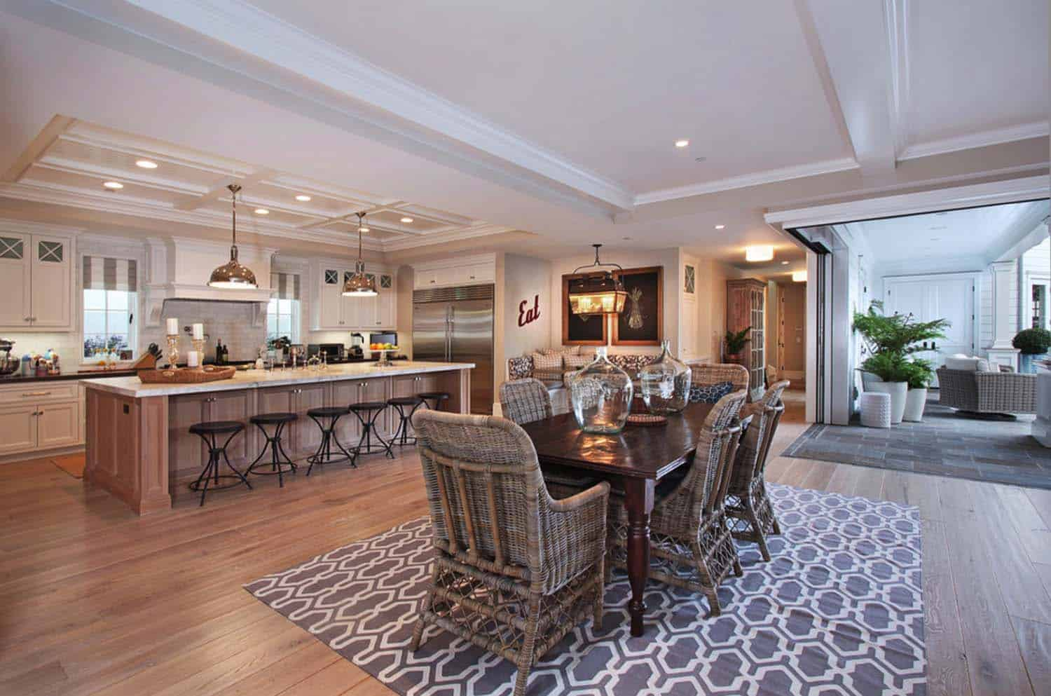 traditional-style-home-patterson-custom-homes-04-1-kindesign