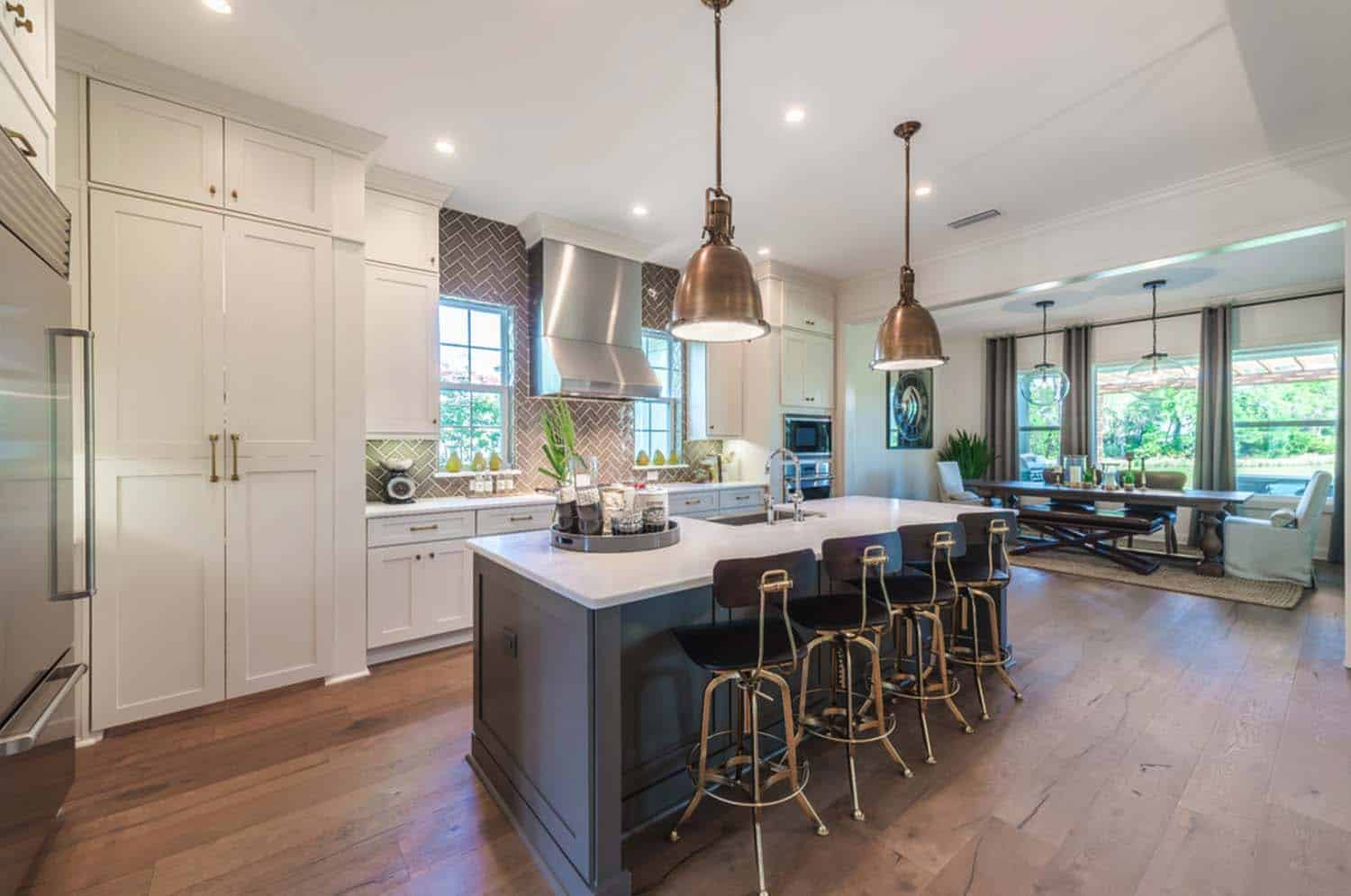 transitional-style-model-home-cottage-home-company-12-1-kindesign