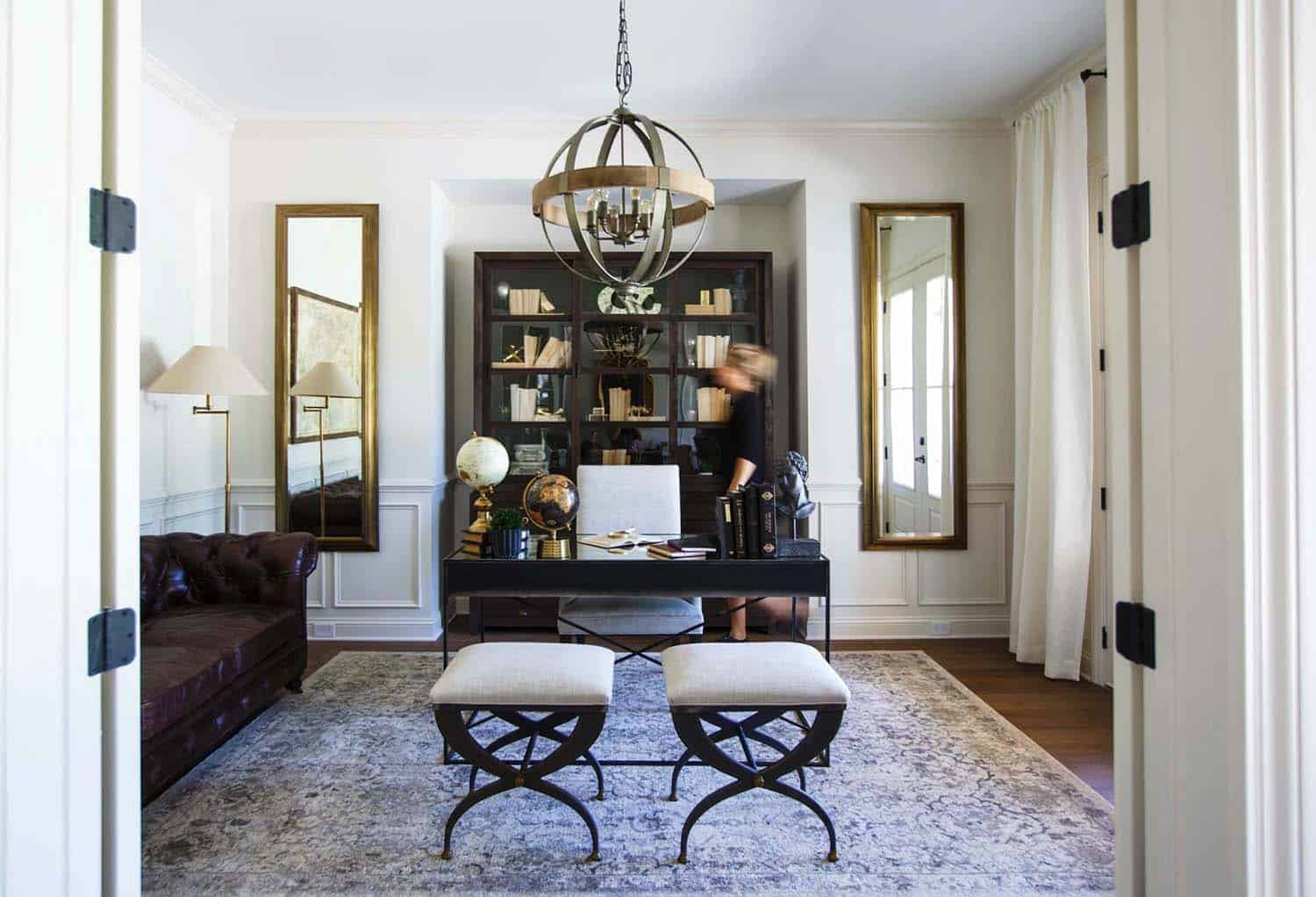 transitional-style-model-home-cottage-home-company-21-1-kindesign