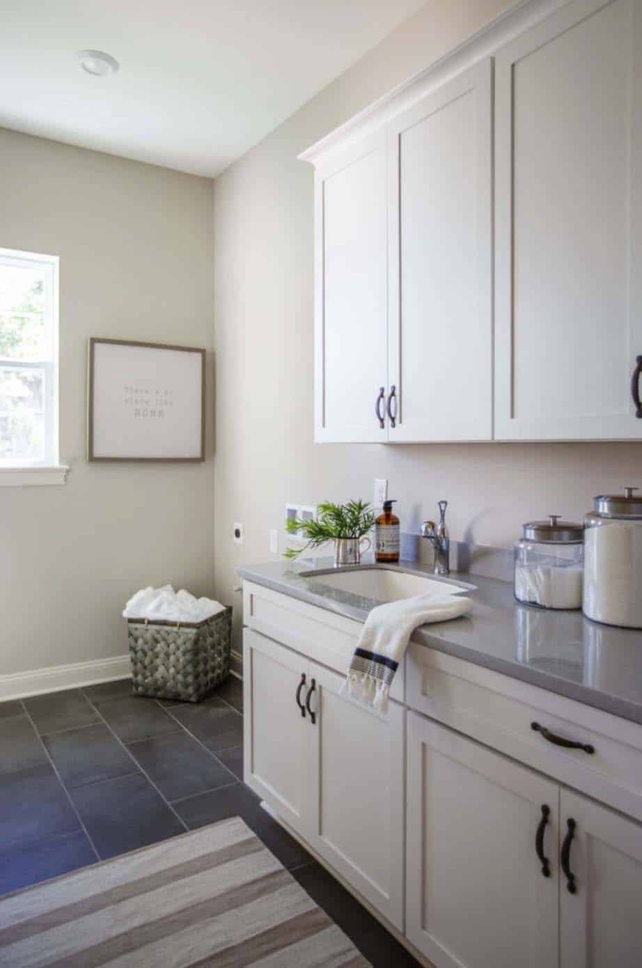 transitional-style-model-home-cottage-home-company-29-1-kindesign