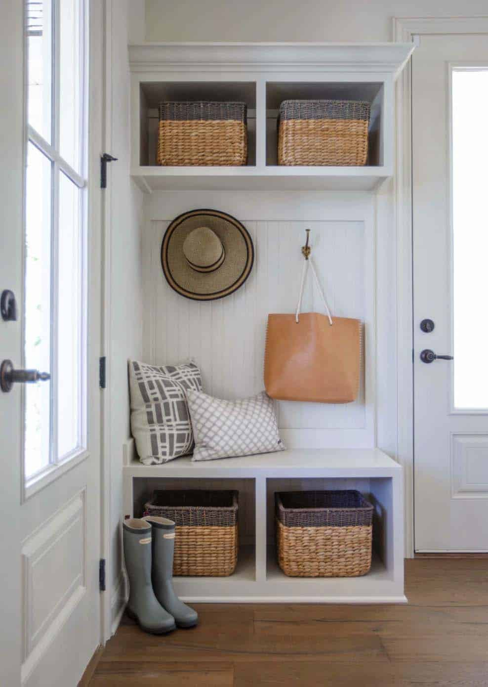 transitional-style-model-home-cottage-home-company-31-1-kindesign