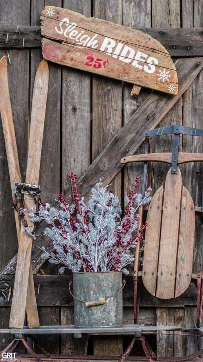 christmas decor ideas rustic country 21 1 kindesign - Primitive Christmas Outdoor Decoration