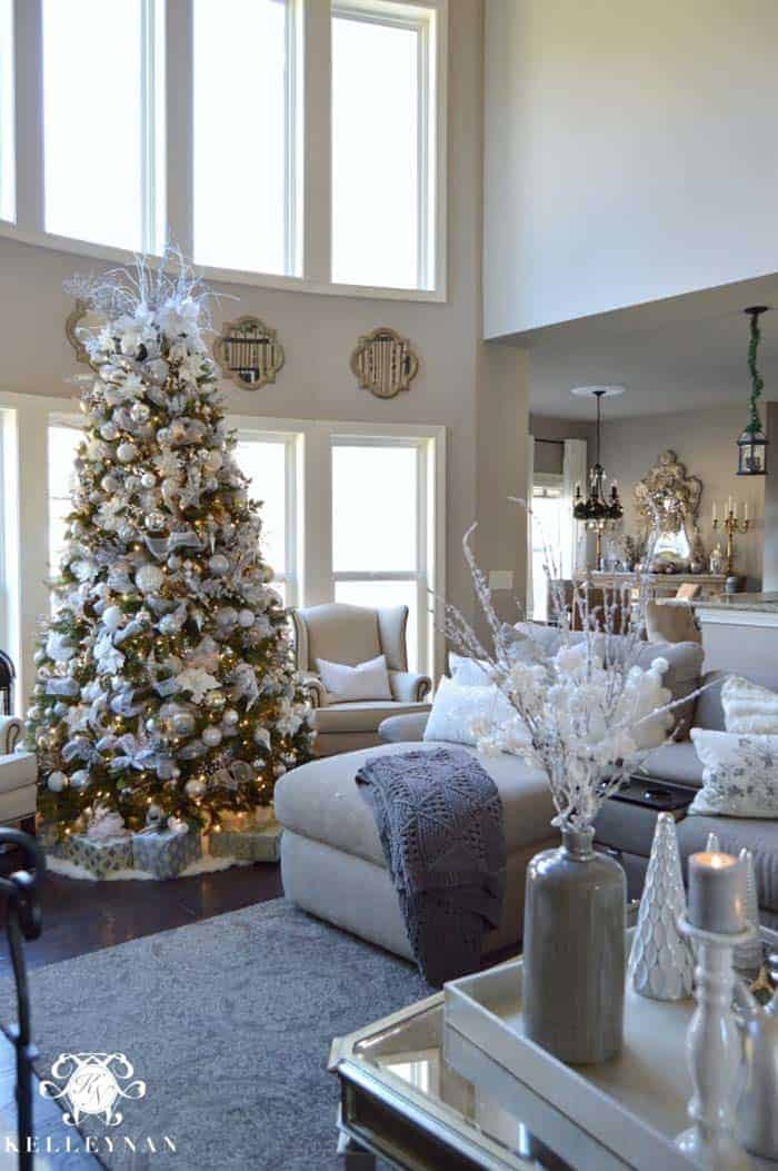 christmas decorated living rooms 06 1 kindesign