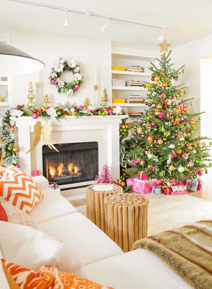 christmas-decorated-living-rooms-07-1-kindesign