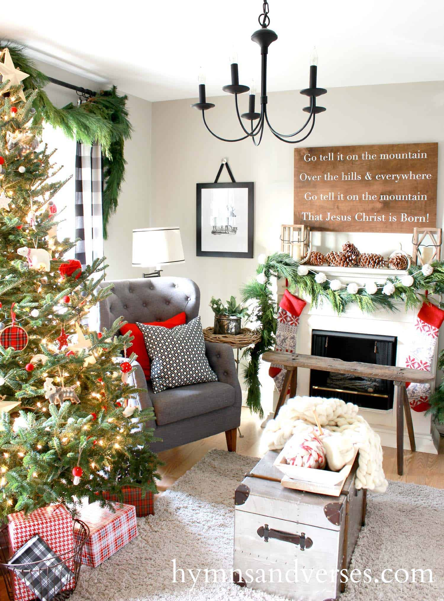 christmas decorated living rooms 10 1 kindesign - How To Decorate A Small Living Room For Christmas