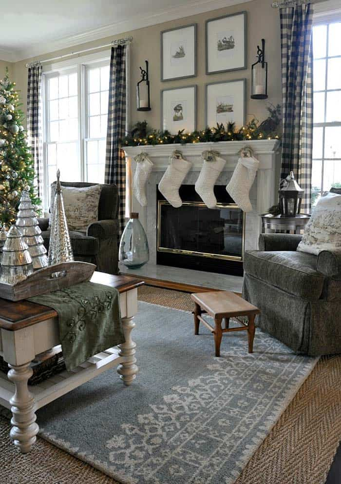 christmas-decorated-living-rooms-11-1-kindesign