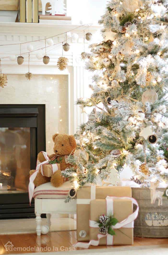 christmas-decorated-living-rooms-14-1-kindesign