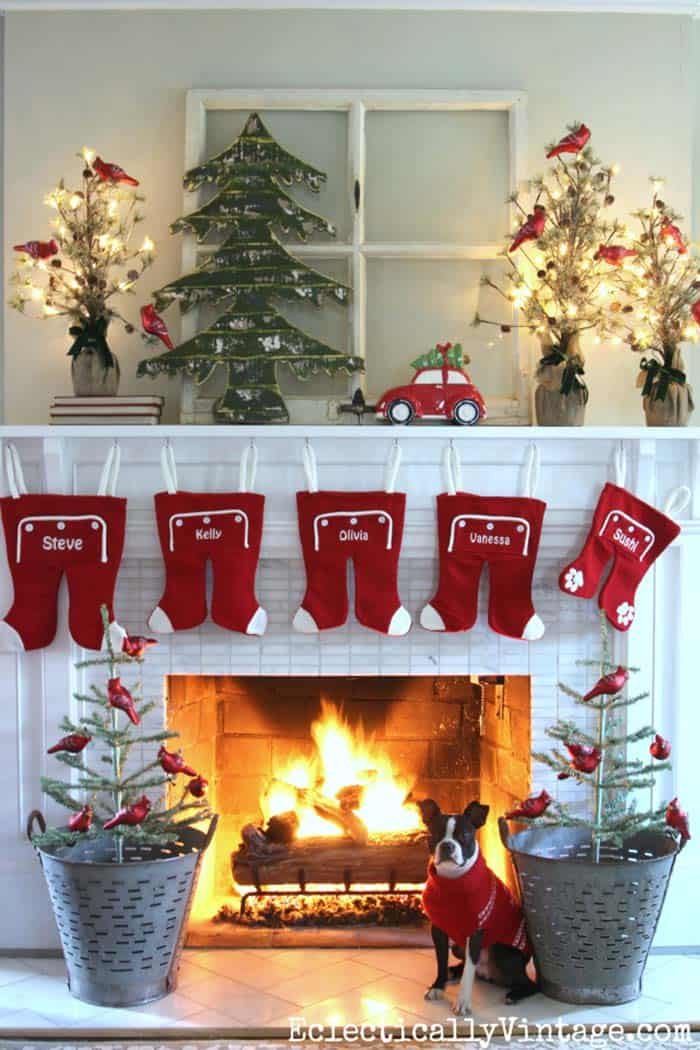 christmas-decorated-living-rooms-16-1-kindesign