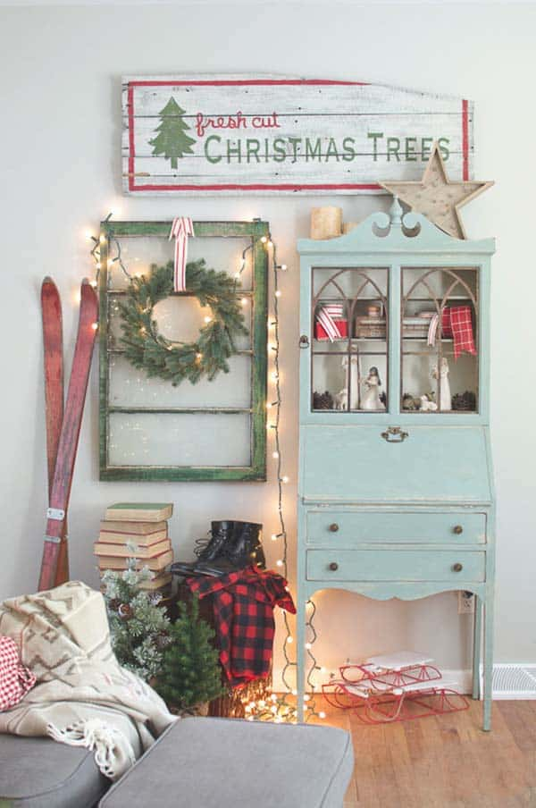 christmas-decorated-living-rooms-18-1-kindesign
