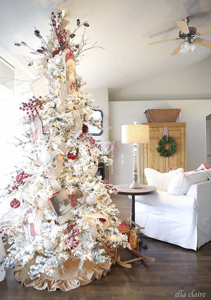 christmas-decorated-living-rooms-27-1-kindesign