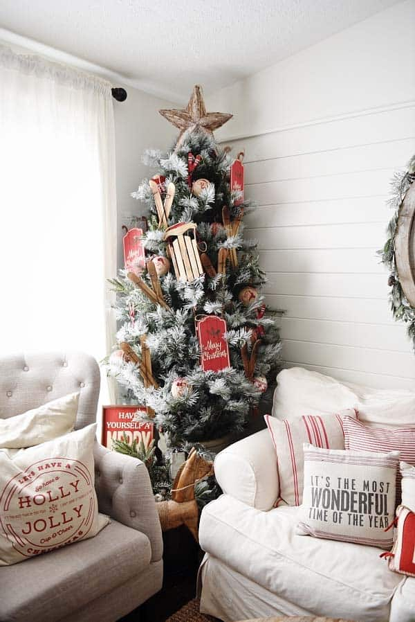 christmas-decorated-living-rooms-32-1-kindesign