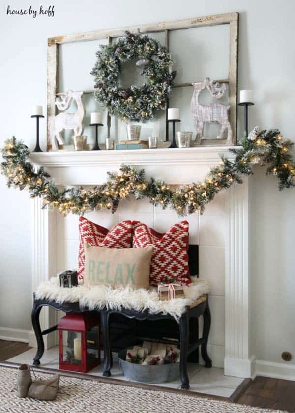 Christmas Decorated Living Rooms 36 1 Kindesign