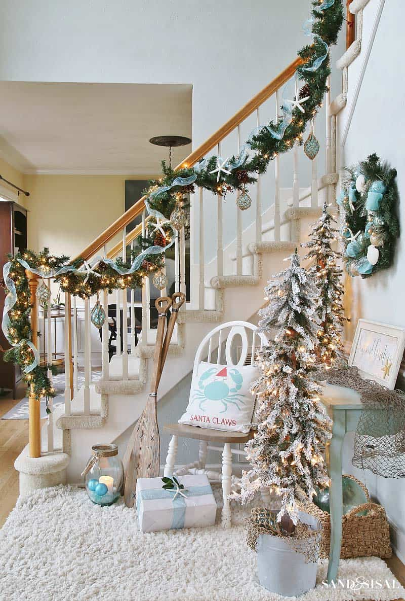 coastal-christmas-tree-decorating-ideas-06-1-kindesign