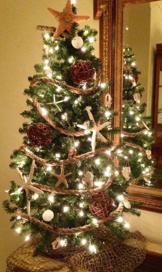 coastal-christmas-tree-decorating-ideas-07-1-kindesign