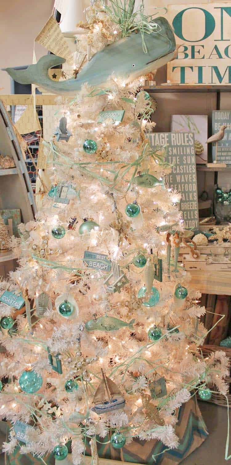 coastal christmas tree decorating ideas 08 1 kindesign - Beach Christmas Decorating Ideas