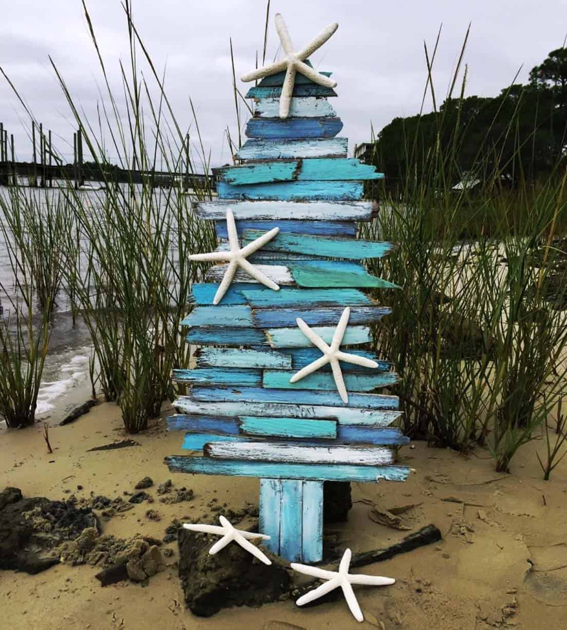 coastal-christmas-tree-decorating-ideas-13-1-kindesign
