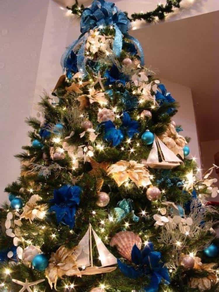 coastal-christmas-tree-decorating-ideas-15-1-kindesign
