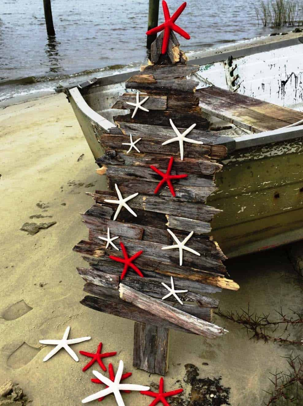 coastal-christmas-tree-decorating-ideas-18-1-kindesign