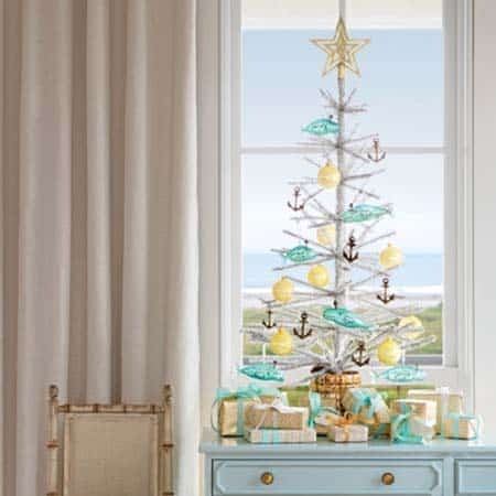 coastal-christmas-tree-decorating-ideas-23-1-kindesign