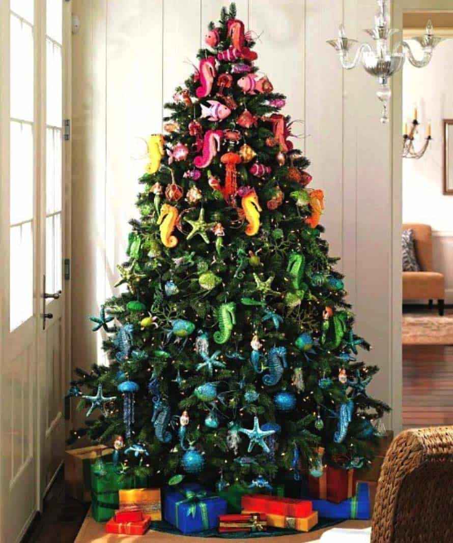 coastal-christmas-tree-decorating-ideas-24-1-kindesign