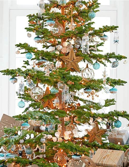 coastal-christmas-tree-decorating-ideas-25-1-kindesign