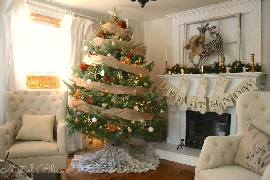 coastal-christmas-tree-decorating-ideas-29-1-kindesign