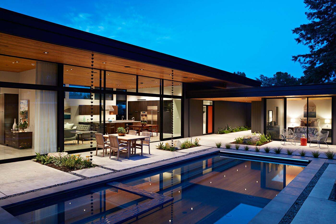 Eichler Inspired Home In California Opens To The Outdoors