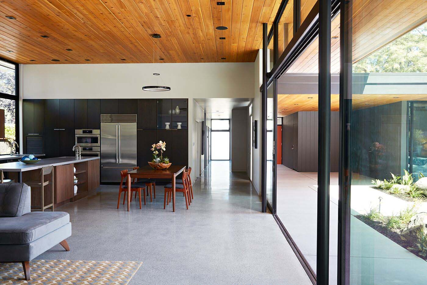 glass-wall-house-klopf-architecture-04-1-kindesign-jpg